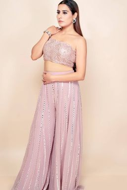 Priya Sandnaal - Model in Delhi   www.dazzlerr.com