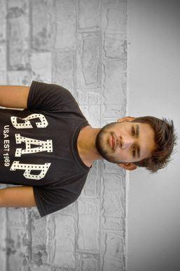 Abhi Singh - Comedian in Agra   www.dazzlerr.com