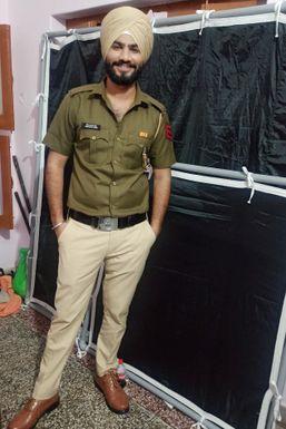 Dheeraj Sharma - Actor in Fatehabad | www.dazzlerr.com