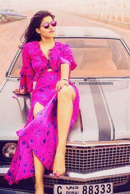 Shalini Singh - Model in -Select- | www.dazzlerr.com