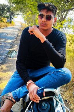 Niraj Lande - Model in Nashik   www.dazzlerr.com