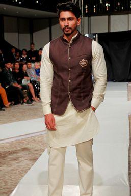 Dazzlerr - Shahrukh Khan Model Saharanpur