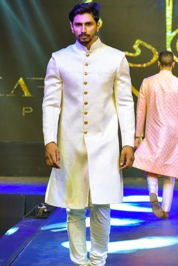 Shahrukh Khan - Model in Delhi   www.dazzlerr.com